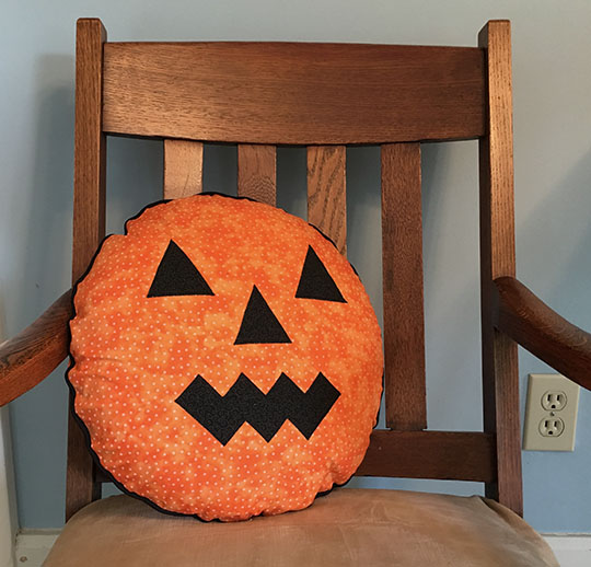 Quick and easy round jack-o-lantern pillow tutorial