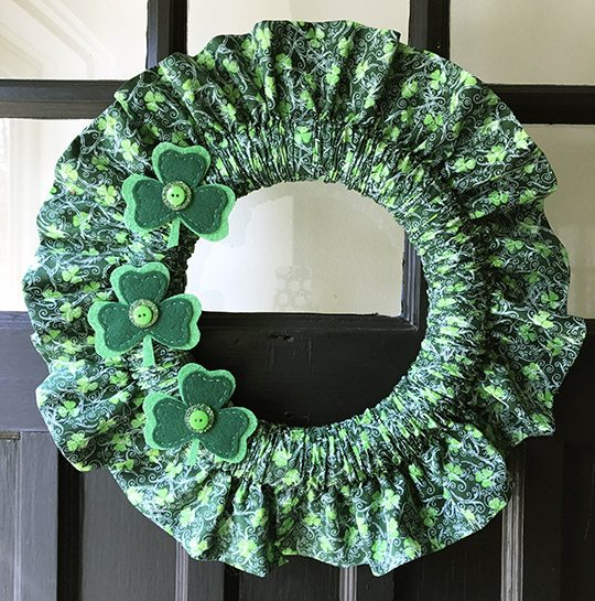 St. Patrick's Day Crafts - Holiday Fabric Wreath Tutorial